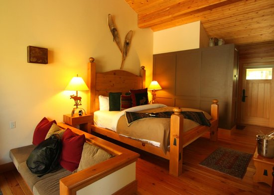 Deluxe King Cabin Picture Of Moraine Lake Lodge Lake