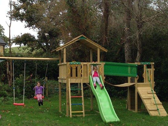 Hell Barn Cottages : Enjoying the garden