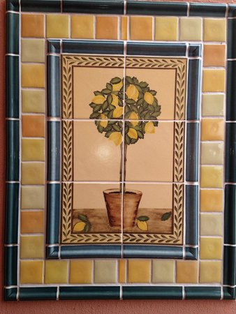 On The Vermont Guest House: Very pretty tiles on the outside of the guest house