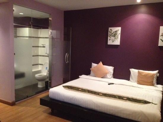 Glitz Bangkok Hotel: 4th floor room