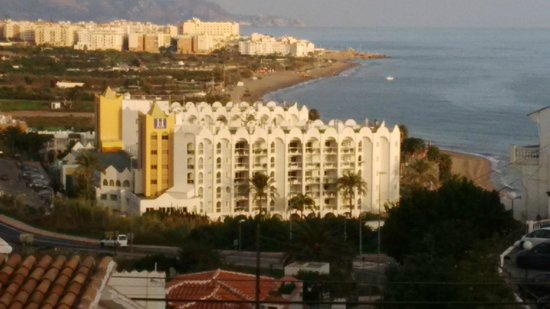 Marinas de Nerja Aparthotel: Marinas de Nerja viewed from nearby hill