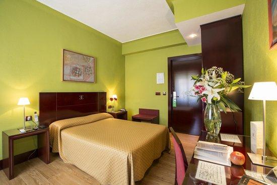Hotel Carlos V : Habitación doble con cama de matrimonio