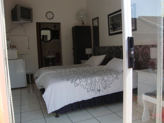 Linga Longa Guest House: Bed Room