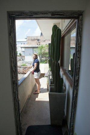Drift BnB Colombo: Deko auf der Außentreppe