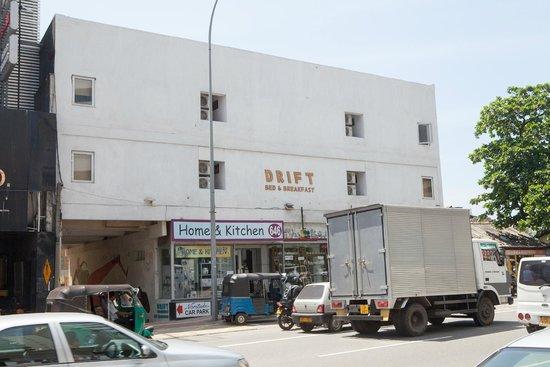 Drift BnB Colombo: Außenansicht des Hotels