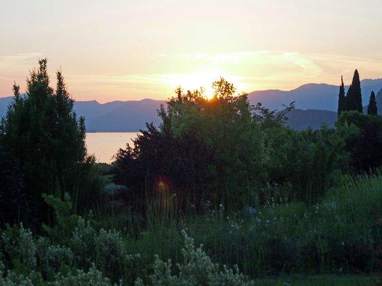 Abendstimmung Mit Blicküber Den See Im Hotelpark Bild Von Parc