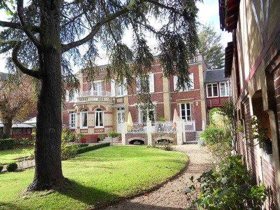Villa La Gloriette and grounds