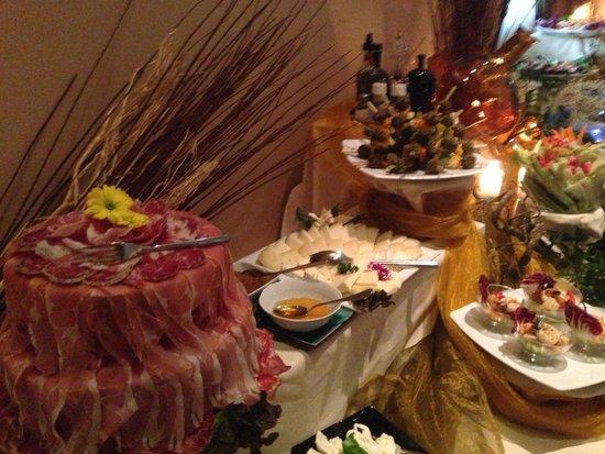 Pranzo A Buffet Milano : Buffet dell aperitivo al cost foto di ristorante cost milano