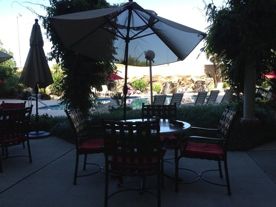 Sacramento Marriott Rancho Cordova: Outdoor dining
