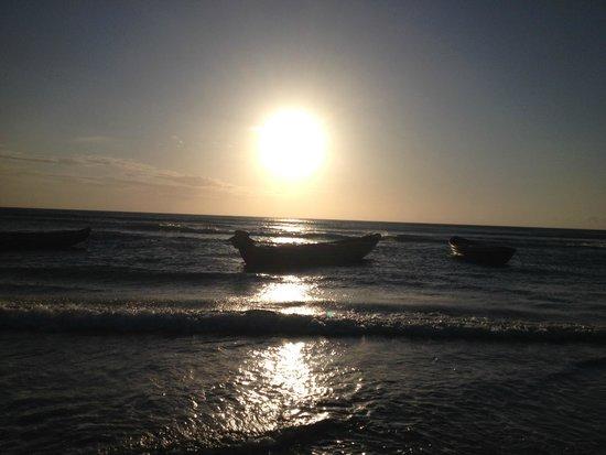 Pousada Samba Do Kite: Praia em frente a Pousada