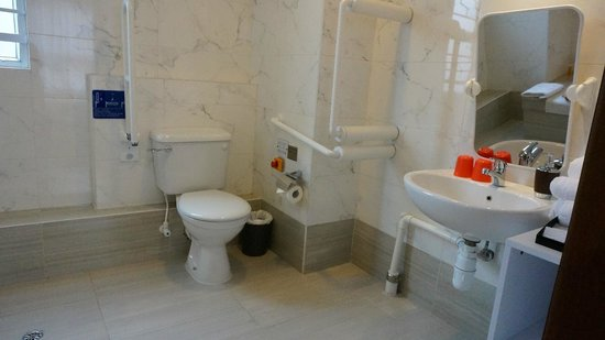 Le Prabelle Hotel: Bathroom