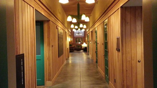Lied Lodge & Conference Center : lobby hall