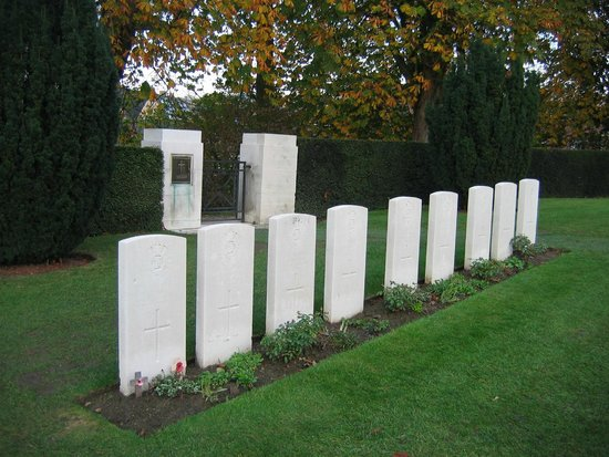 Ramparts Cemetery: 9 Sappers at Rest
