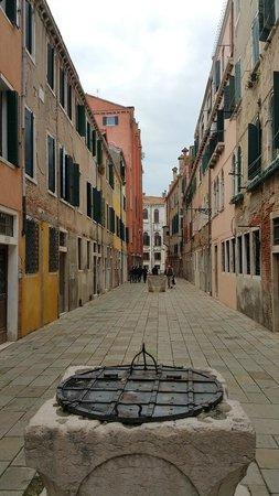 Hotel  Fontana: Street Scene