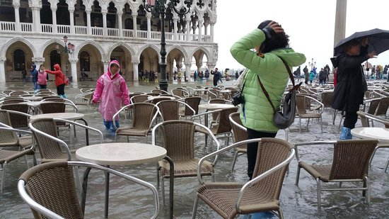 Hotel  Fontana: St Marks Square Very Flooded