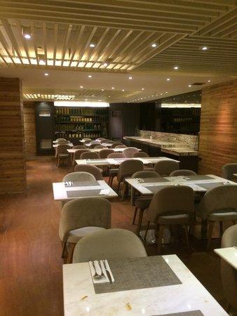 Hotel XYZ: Restaurant