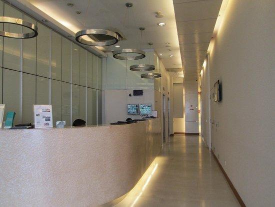 Hotel 81 - Elegance: Front Desk