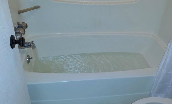 Econo Lodge: Warm bath
