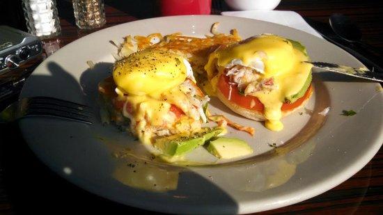 Beach Street Grill: Crab benedict - great!