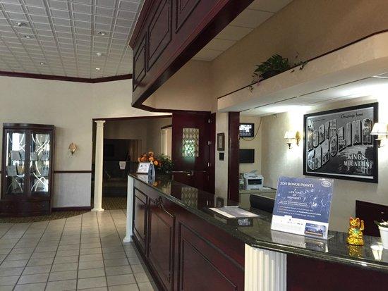 Super 8 Kings Mountain: Main Lobby Entrance