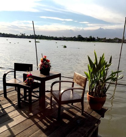 Baan Rabiang Nam or River Tree House : Loy Krathong