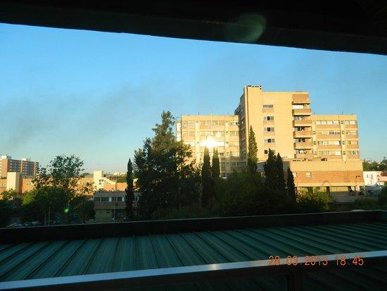 Hotel Dr. César C. Carman: Vista desde el contrafrente (se vé el Htal. San Roque)