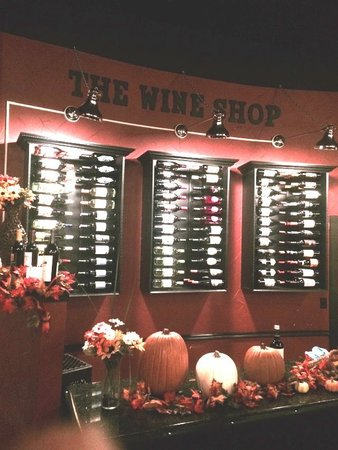 Joe's Steakhouse: Excellent wine selection, right up on the wall