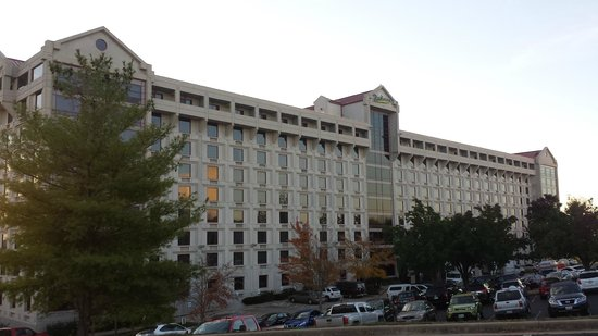 Radisson Hotel Branson: Front view of building
