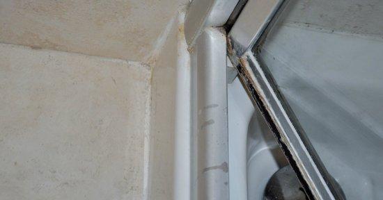 Box doccia incrostato e sporco foto di hotel aristeo - Box doccia rimini ...