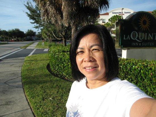 La Quinta Inn & Suites Fort Myers Airport: outside la quinta inn