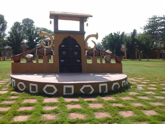 Shirdi, India: open space for prog