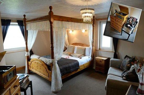 Hazeldene Hotel: 4 Poster Room