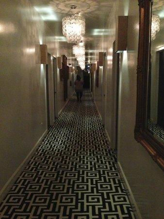 Crescent Hotel Beverly Hills: corredor