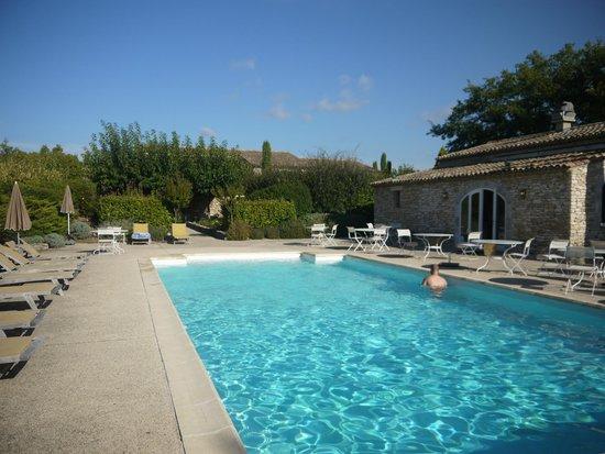 Mas de la Senancole : De bon matin, avant de partir marcher, la piscine!