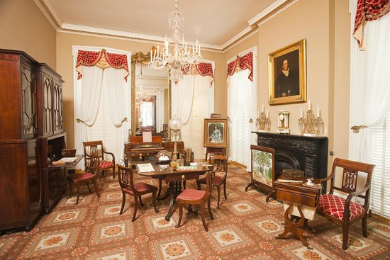 Andrew Low House: The back parlor