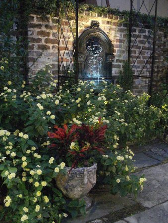 Andrew Low House: Courtyard garden in the evening