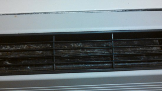 Red Roof Inn Dayton North Airport: Air conditioner in last room we got