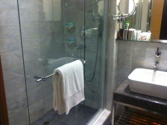 Housez Suites & Apartments: bagno