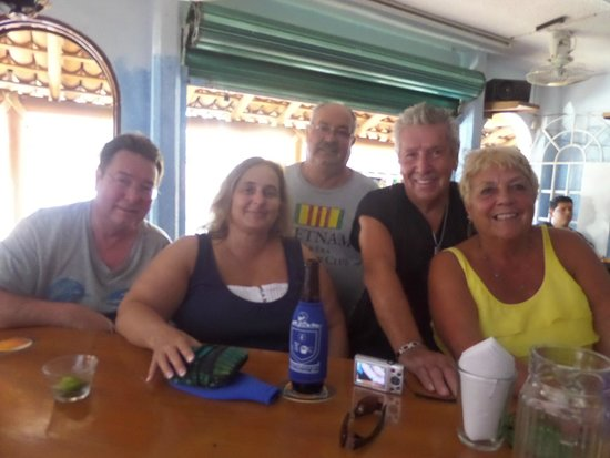 The Flophouse Bar : Cold one with friends!