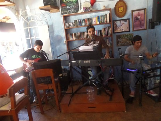 The Flophouse Bar : Entertaintment group