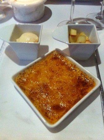 Ristorante Italiano: creme brulée, met ijs en vers fruit!!!!