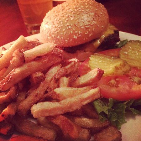 The Brewhouse: Cheeseburger with French Fries