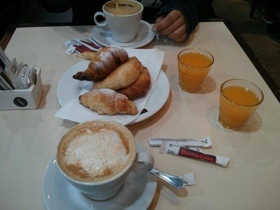 Bonafide Cafe: Saudades dessas Medialunas