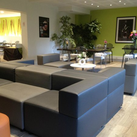 Le Massena Residence Cannes: SALLE TV