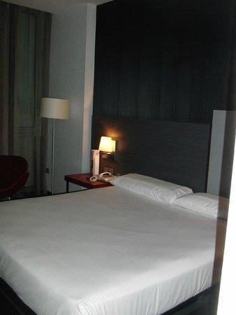 ILUNION Atrium: 2x2 m großes, sehr gutes Bett