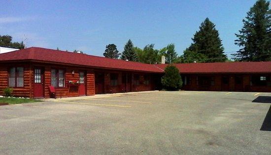 Rustic Inn: Easy access to 'Main Street'