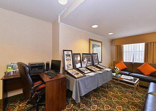 Quality Inn - Farmington: Business Center