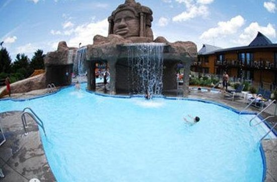 Polynesian Resort Hotel: Pool