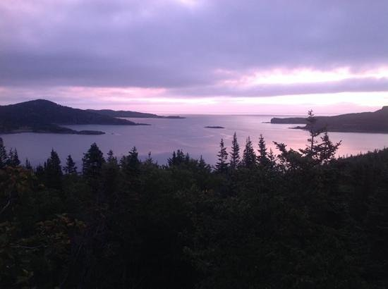 Valhalla Lodge Bed and Breakfast: Gunner's Cove sunrise from Valhalla B&B