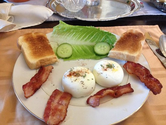 Ascendence Harbourside Mansion Bed & Breakfast Halifax: Breakfast beautifully presented